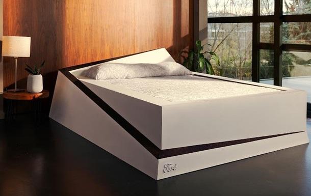 Создана кровать, подвигающая партнера на его половину