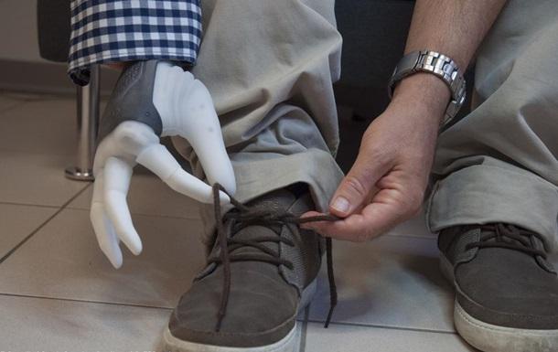 Ученые впервые подключили протез руки к нервам